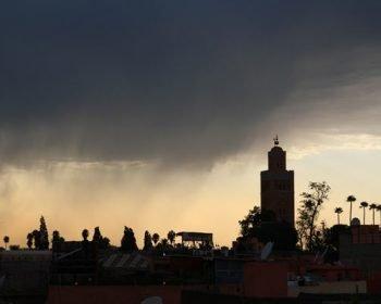 Regenfront am Himmel von Marrakesch