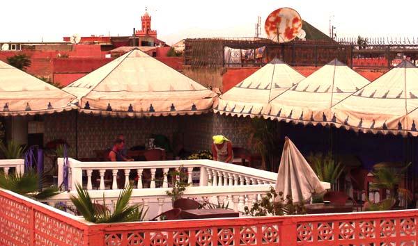 Terrasse des Backpacker Hotel Essaouira in Marrakesch
