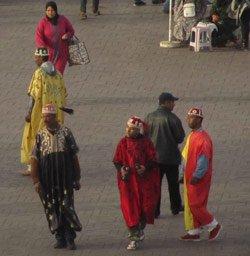 Gaukler auf dem Djemaa el Fna in Marrakesch