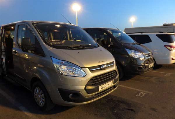 Vom Flughafen aus erst mal ohne Währung Marokko mit einem Minibus kennenlernen