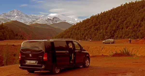 Minivan auf der Tagestour ins Atlasgebirge