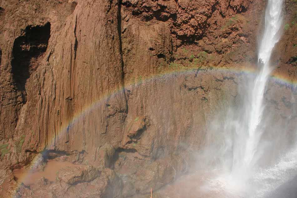 Regenbogen am Wasserfall von Ouzoud in Marokko