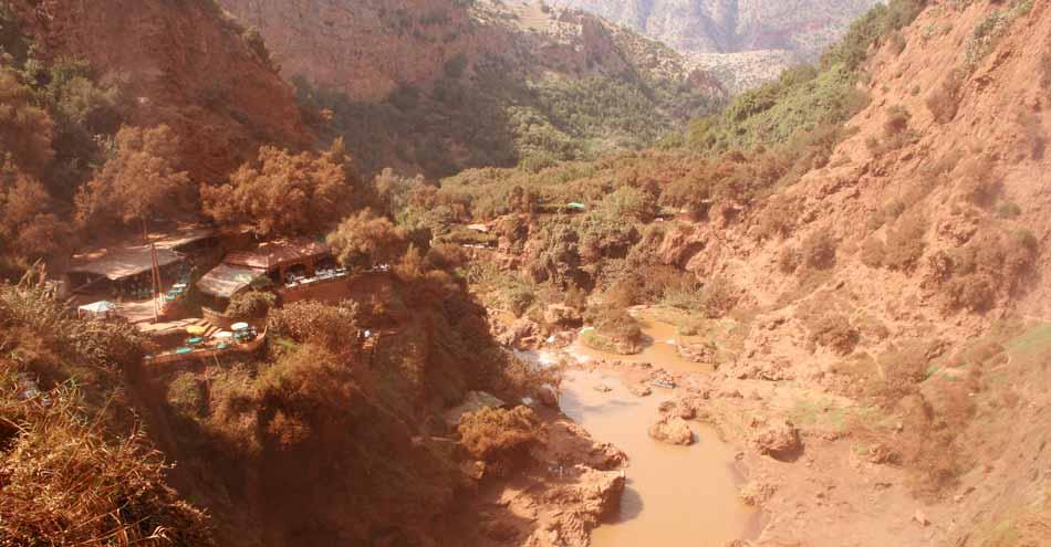 Tal unter dem Ouzoud-Wasserfall in Marokko
