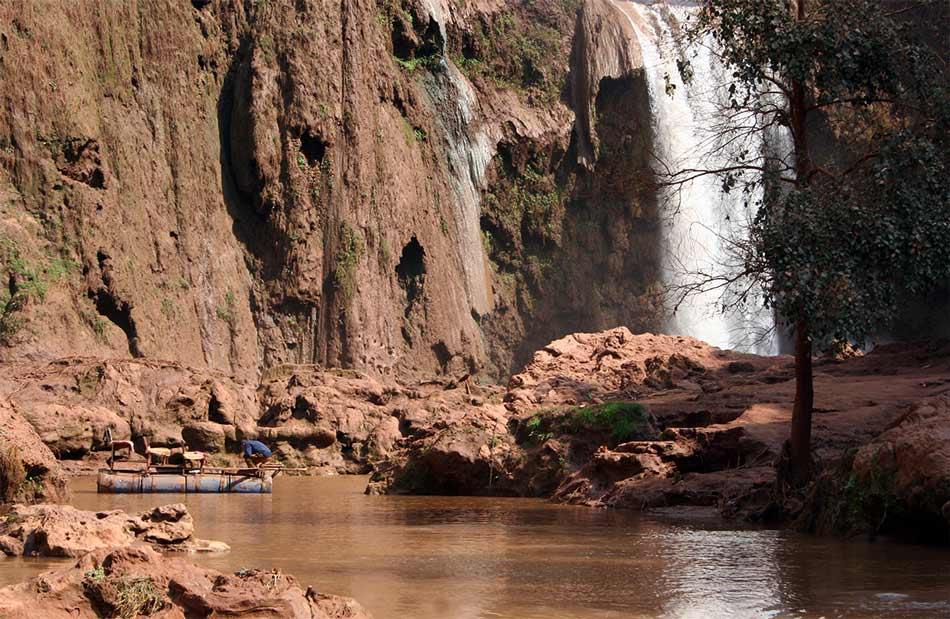Fährmann am Fuß der Ouzoud-Wasserfälle (Marokko)