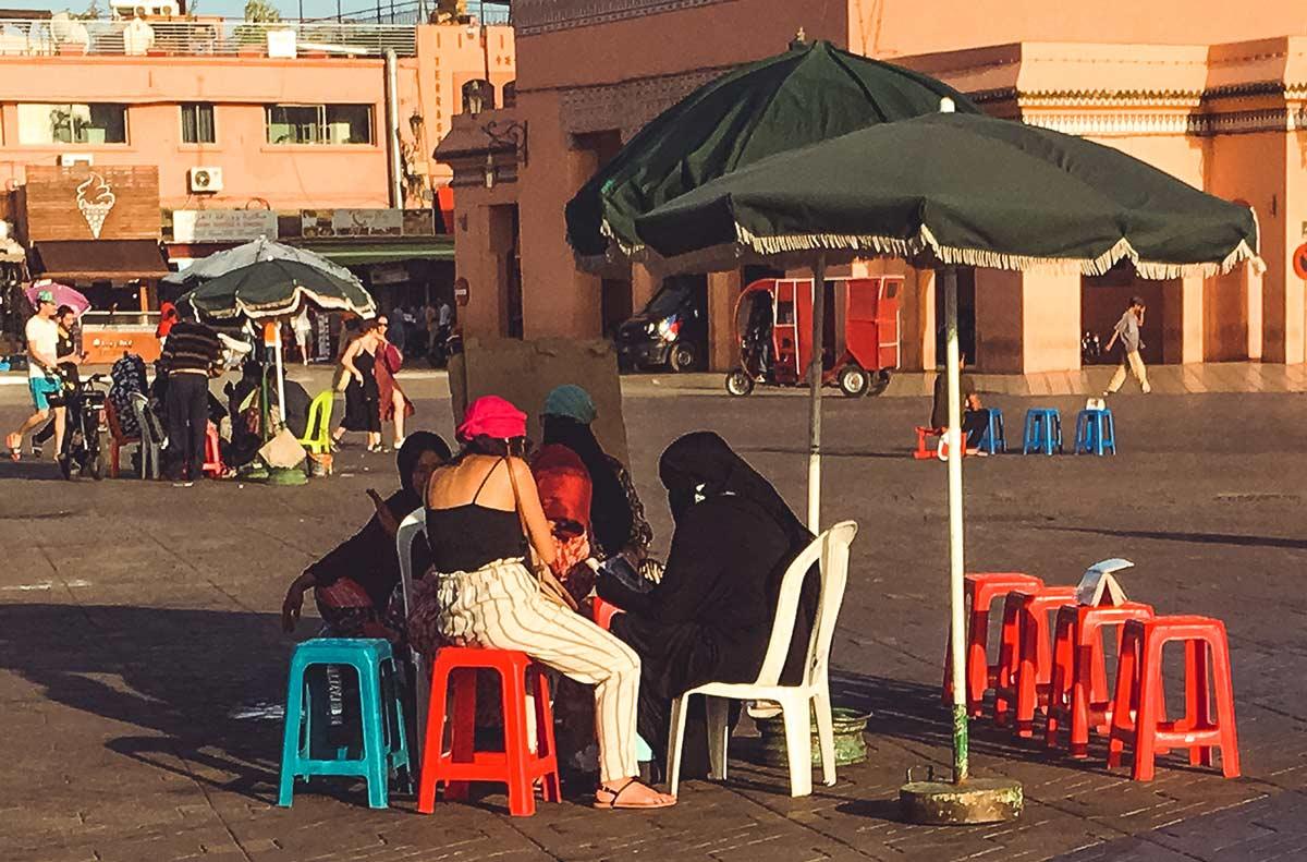 Henna-Frauen auf dem Djemaa el Fna in Marrakesch