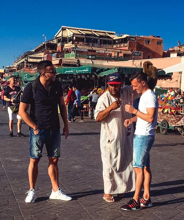 Tierscam auf dem Djemaa el Fna in Marrakesch