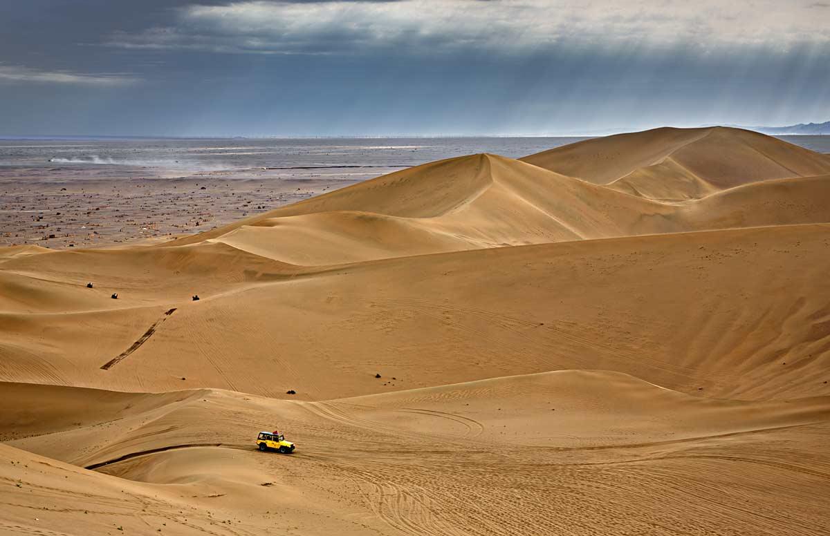 Die Sandwüste Taklamakan in China ist größer als die Sahara