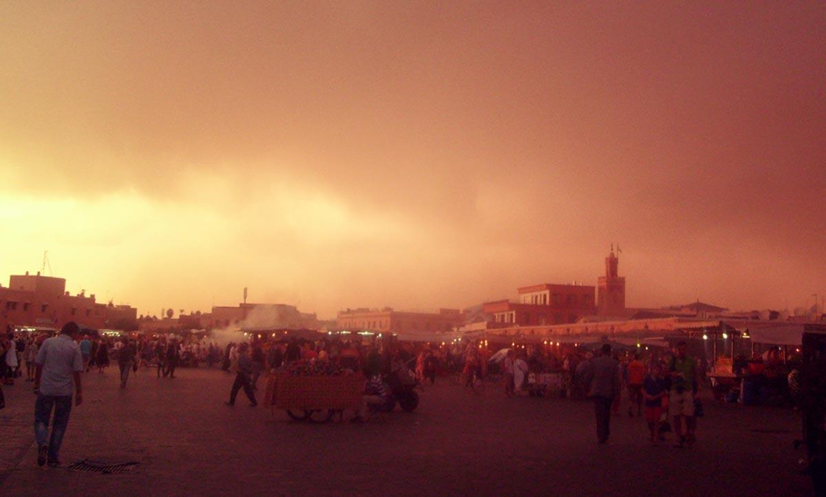 Der berühmte Djemma el Fna in Marrakesch