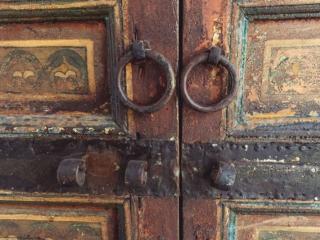 Arabische Tür im Museum Dar Si Said in Marrakesch