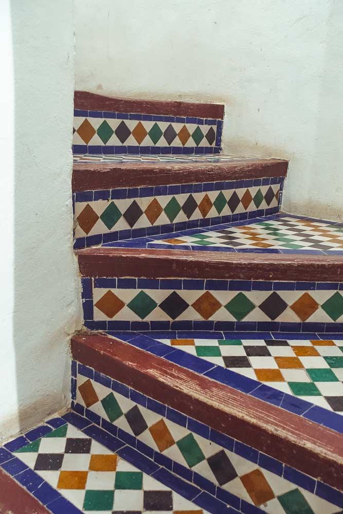 Treppe mit Fliesen in Marokko