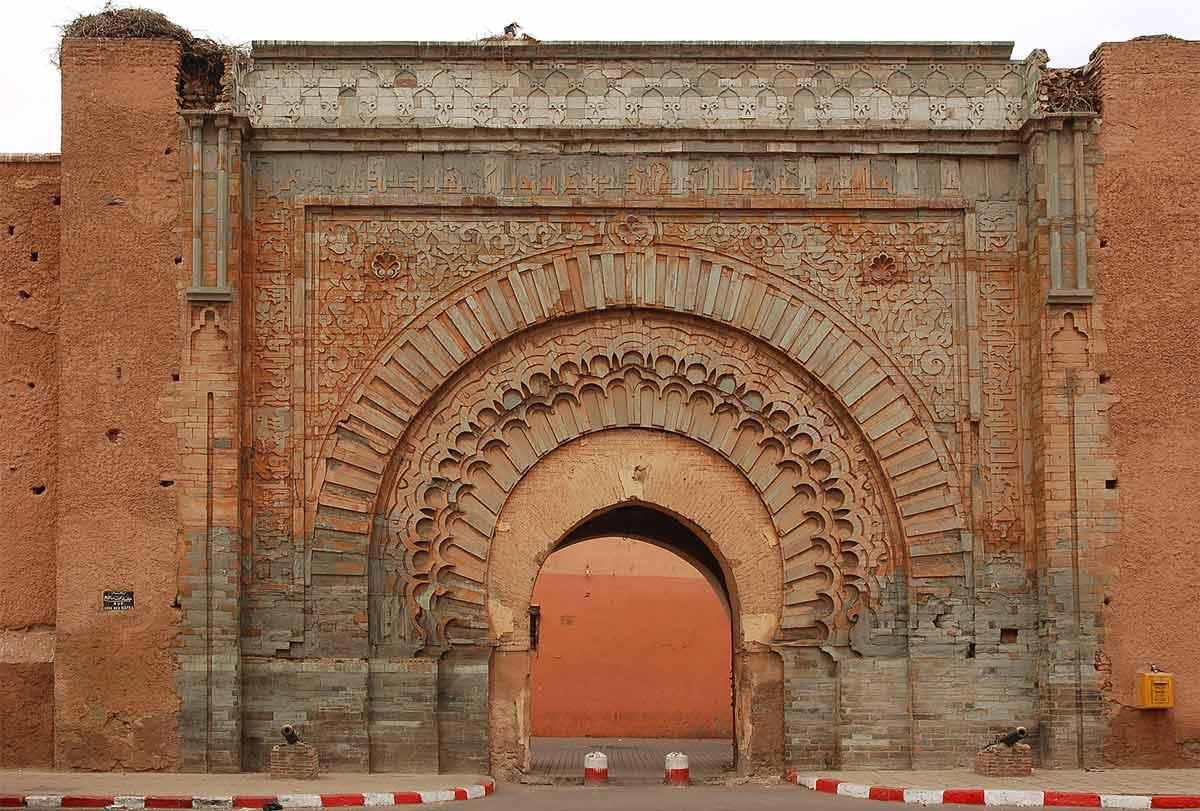 Stadttor Bab Agnou an der Stadtmauer der Medina von Marrakesch