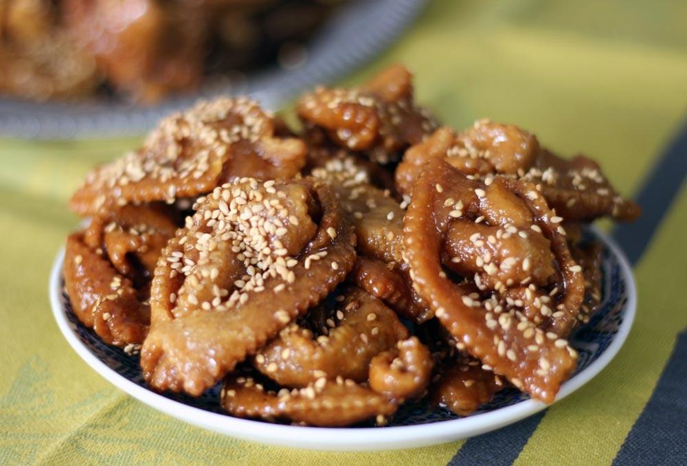 Chebakia, eine Süßigkeit zum Fastenbrechen beim Ramadan in Marokko